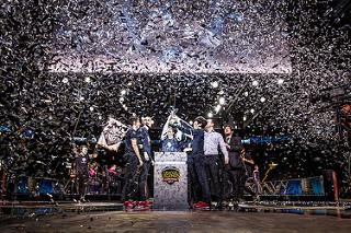eSports-Turnier: Fröhliche Sieger von G2 [@Riot Games]