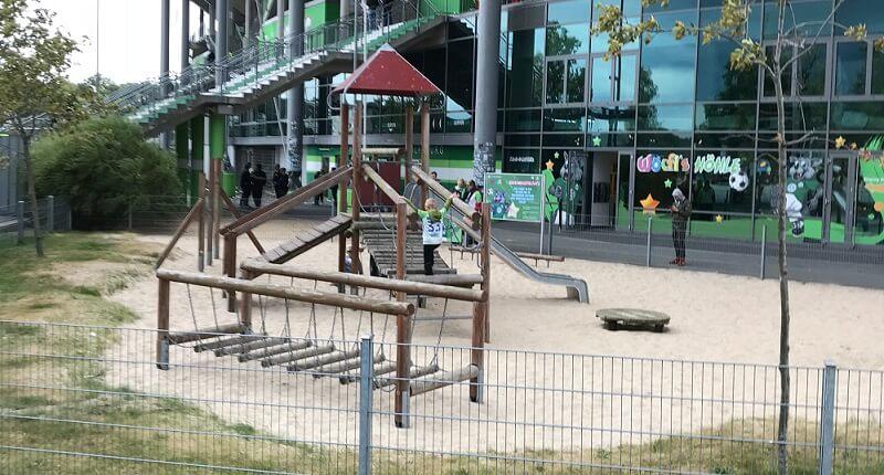 Spielplatz direkt vor der Volkswagen Arena beim VfL Wolfsburg