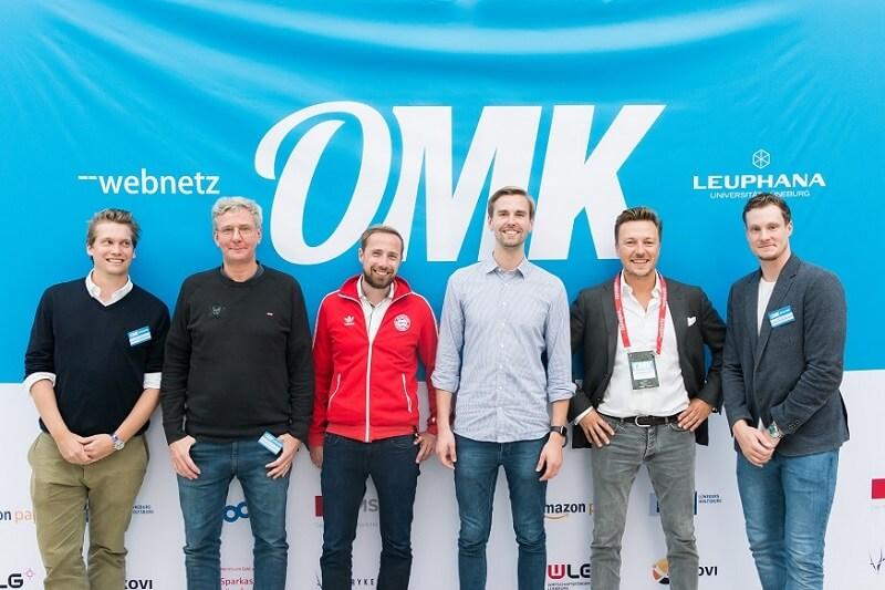 Alle Teilnehmer der Diskussionsrunde zu Sportmarketing bei der OMK 2018 plus Felix von Web-Netz