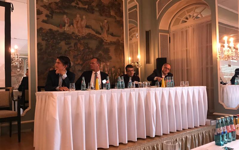 Auch die Diskussionsrunde zur Mitbestimmung bei der Konferenz zu Nachhaltigkeit und Governance im Fußball war hochkarätig besetzt