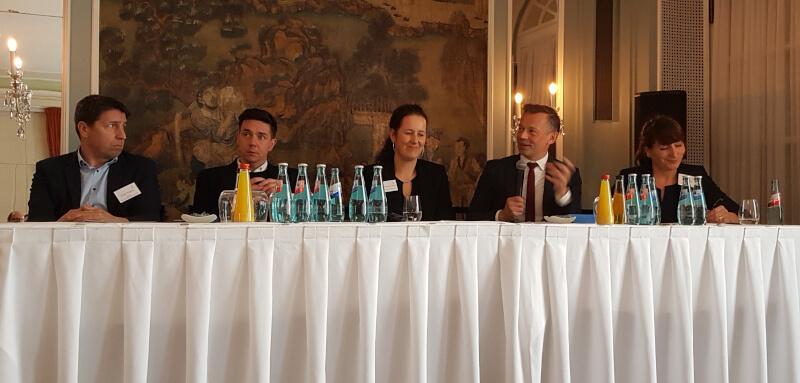 Diskussion zu sozialer Verantwortung bei der Konferenz zu Nachhaltigkeit und Governance im Fußball